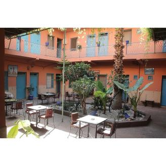 Hotel Toulusain breakfast patio